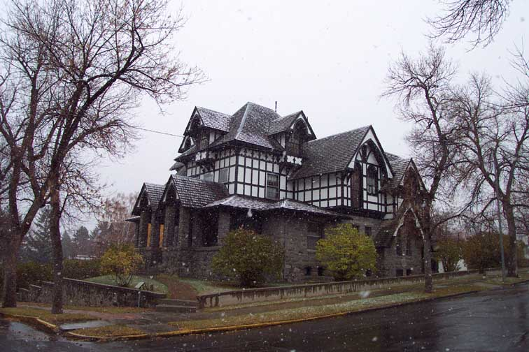 beautiful old mansions a most ghostly experience